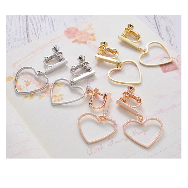 The gold silver pink gold which gives a shake at earrings heart metal metallic Shin pull open heart