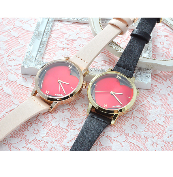 The individual white that has a cute watch Lady's fake leather heart Shin pull pink red black