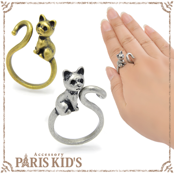 Sitting trick cat ring ring animal cat cat animal with the antique collar roll