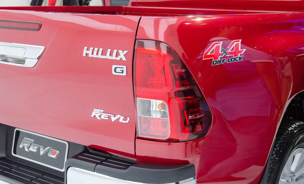 楽天市場 ハイラックス hilux 海外トヨタ純正 4x4 ステッカー 左右各一