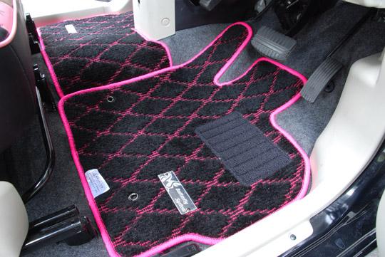 【バタフライシステム】DAIHATSU 【DAIHATSU車用】ダイアフロアマット【ピンク】軽・コンパクト2列 ブラック ムーヴ【L175S H18/10 ~ 2WD MT リアヒーター有】