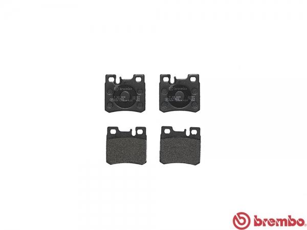 【ブレンボ】ブレーキパッド MERCEDES BENZ W124 (WAGON) [ 124090 ][ 86~89/9 ][ REAR ] 【 レッド | 車台No.→F122358/《グレード》300TE 】