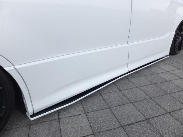 80/85 ヴォクシー VOXY   サイドステップ【シックスセンス】ヴォクシー 80 ZS サイドフラップ メーカー塗分け塗装(艶なし黒)