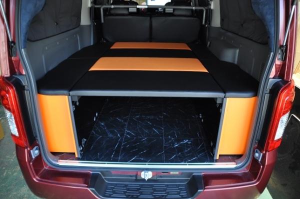 E26 NV350 キャラバン CARAVAN | ベットキット【エアーズロックジャパン】NV350キャラバン E26 プレミアムGX専用 後期 車中泊 ベッドキット オレンジ×ブラック (パワースライド付き車)