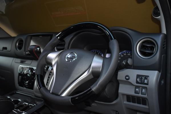 E26 NV350 キャラバン CARAVAN | ステアリング【エアーズロックジャパン】NV350キャラバン E26 プレミアムGX 2型 ウッドステアリング カーボン調