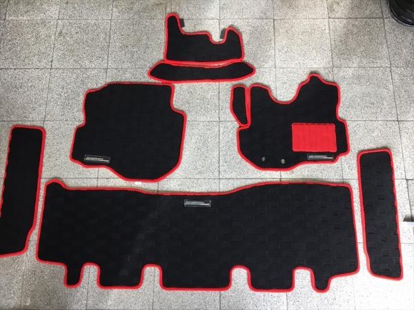 E26 NV350 キャラバン CARAVAN | フロアマット【エアーズロックジャパン】NV350キャラバン E26 プレミアムGX フロアーマット レッド N3-I321 本体:黒 パッド&エッジ:赤 ロゴ有