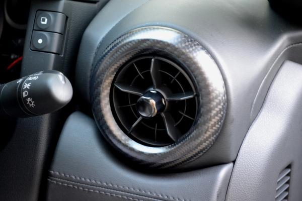 GT-R R35 | インテリアパネル【アールエスダブリュ】GT-R R35 MY17 ベンチレーターパネル 綾織ブラックカーボン製 (ハーフグロス塗装仕上げ)