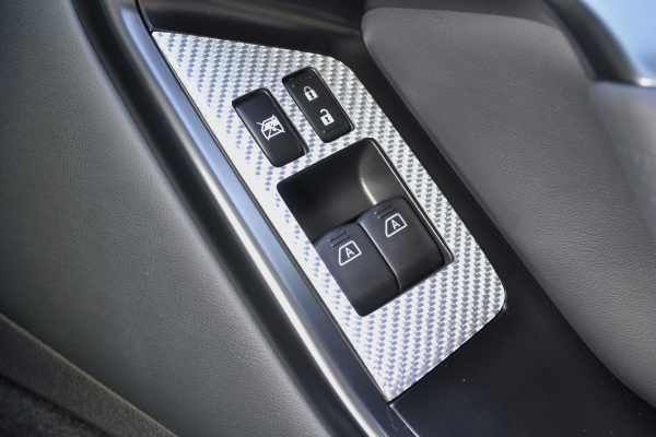 GT-R R35 | インテリアパネル【アールエスダブリュ】R35 MY17 ウィンドゥスイッチパネル 左右セット シルバーカーボン製 (クリア塗装仕上げ)