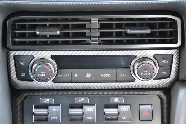 GT-R R35 | インテリアパネル【アールエスダブリュ】GT-R R35 MY17 ACコントロールパネル シルバーカーボン製 (クリア塗装仕上げ)