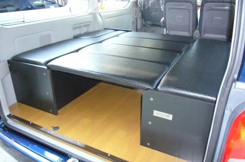 200 ハイエース ワイド | ベットキット【ネル海】ハイエース 200系 ワゴン ワイドボディ GL 10人乗り (H24年6月以前) 車中泊 ベッドキット 7枚式 波道-11&床板パネル(ブラウン)セット マットカラー:ブラック