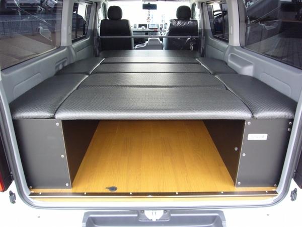 200 ハイエース ワイド | ベットキット【ネル海】ハイエース 200系 4型 (パワースライドドア設定有) バン ワイドボディ S-GL 車中泊 ベッドキット 8枚式 波道-10 マットカラー:ノーマルブラック