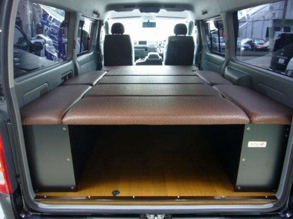 200 ハイエース ワイド | ベットキット【ネル海】ハイエース 200系 4型 (パワースライドドア無) バン ワイドボディ S-GL 車中泊 ベッドキット 8枚式 波道-10 マットカラー:ブラウン