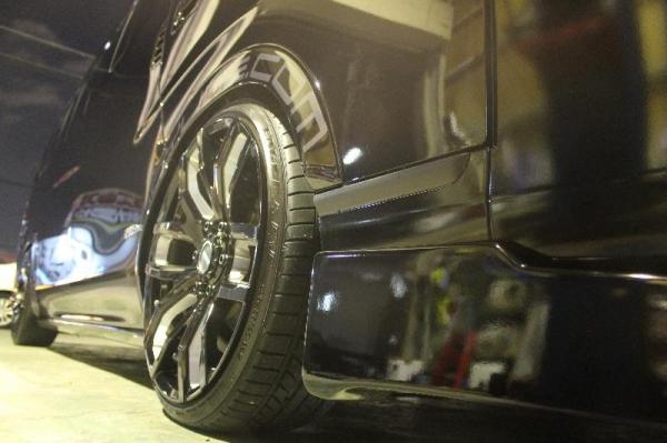 【ボディライン】NV350キャラバン 薄型オーバーフェンダー 塗装済 スーパーブラック(#KH3)
