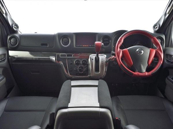 【ボディライン】NV350キャラバン ダッシュパネル クローム 自動ブレーキ:なし