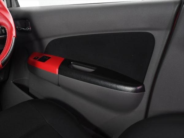 【ボディライン】NV350キャラバン ドアスイッチパネル フロントカラー:赤シボ リアカラー:カーボン調
