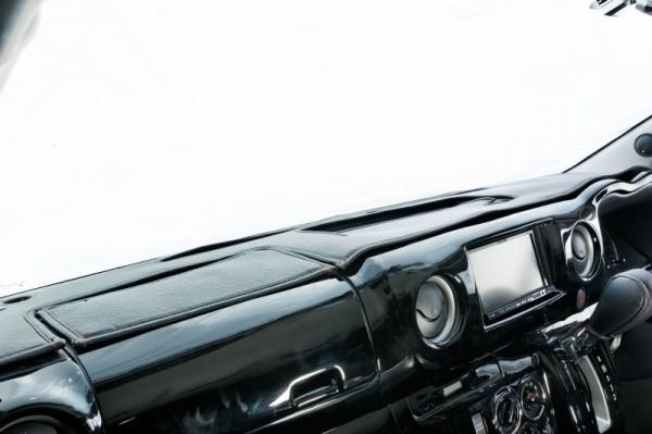 【ボディライン】NV350キャラバン ダッシュマット ステッチカラー:ホワイト