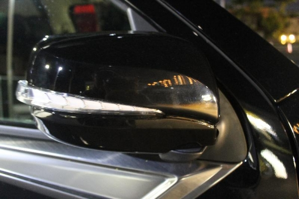 【ボディライン】NV350キャラバン 一色シーケンシャルドアミラーウインカー LEDブルー 前期 ブリリアントシルバー(K23)