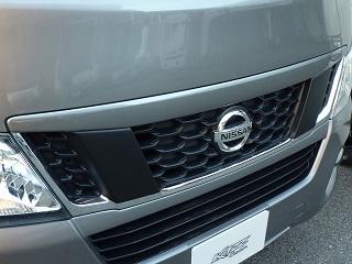 E26 NV350 キャラバン CARAVAN | ボンネットリップ / フードトップモール【カズクリエイション】NV350キャラバン E26 標準ボディ フロントグリルガーニッシュ