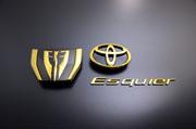 80/85 エスクァイア ESQUIRE | オーナメント / エンブレム【グラージオ】エスクァイア 80系 後期 ガソリン車 フロントEマークのみ オパ-ルクロ-ム