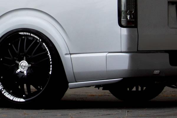 200 ハイエース 標準ボディ | テールガーニッシュ / テールライトカバー【ガレージベリー】ハイエース 200系 1/2型 ワイドボディ リアプロテクター