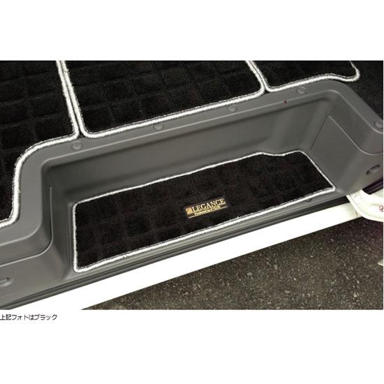 フロアマット【レガンス】NV350キャラバン E26 バンプレミアムGX ワッフルステップマット (左右セット マットカラー:ブラック / フチ:スーパーシルバー)