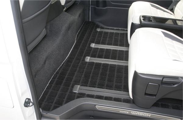 200 ハイエース ワイド | フロアマット【レガンス】ハイエース 200系ワイド 3型 トヨタ車体特別架装車専用 リアフロアーマット ワッフル地 ブラック フチカラー スーパーシルバー