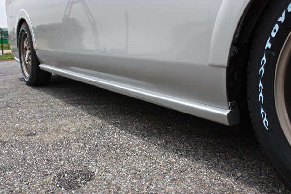 E26 NV350 キャラバン ワイドボディ | サイドステップ【ガレージベリー】NV350キャラバン E26 ワイドボディ サイドプロテクター FRP製