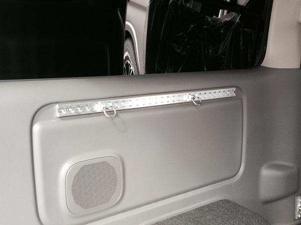 E26 NV350 キャラバン CARAVAN | 内装パーツ / その他【エアーズロックジャパン】NV350キャラバン E26 プレミアムGX専用 マルチフックレール A (リヤサイドガラス下部分)