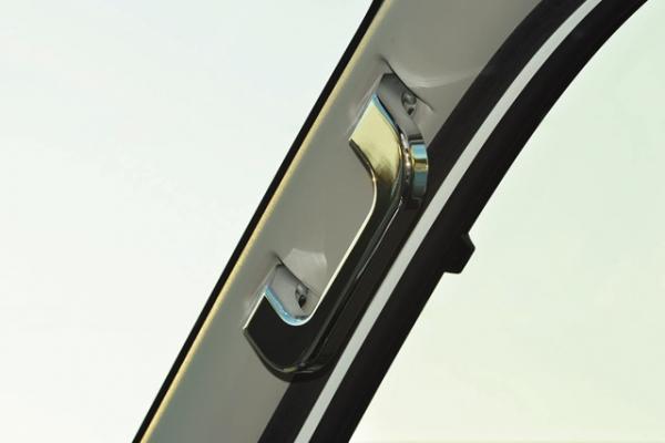 E26 NV350 キャラバン CARAVAN   インテリア その他【ワールド】NV350キャラバン ビレットインテリアグラブハンドル クローム仕上げ