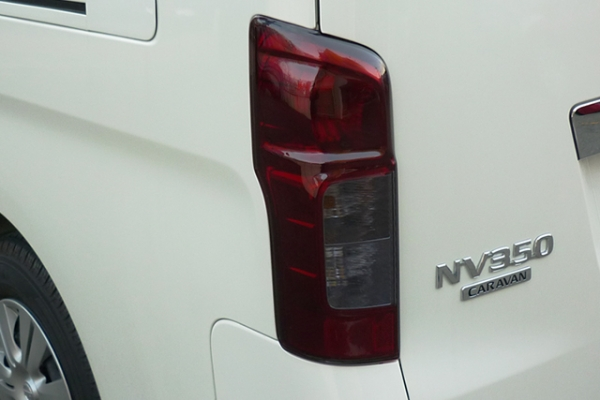 E26 NV350 キャラバン CARAVAN | テールガーニッシュ / テールライトカバー【ワールド】NV350キャラバン スモークテールカバー ライトスモーク