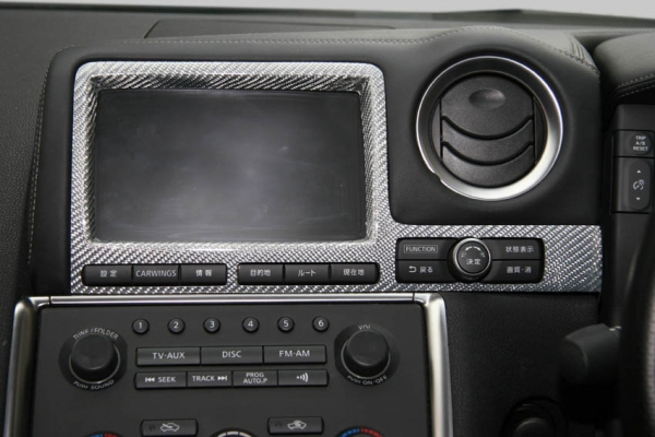 GT-R R35 | インテリアパネル【アールエスダブリュ】GT-R R35 モニターパネル 前期 シルバーカーボン製 (メーカーデュポンクリア塗装仕上げ)