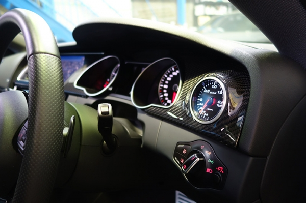 Audi A5 | インテリアパネル【バランスイット】Audi A5(8T) coupe/sportback ブーストメーター インストレーションパネル シルバーカーボン