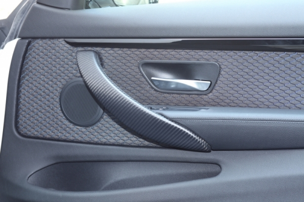 BMW 3 Series F30/F31/F34 | インテリアパネル【アールエスダブリュ】BMW 3シリーズ(F30/F31/F34)用 ドアハンドルパネル(左右セット) 綾織ブラックカーボン製 (マット塗装仕上げ)Bパターン