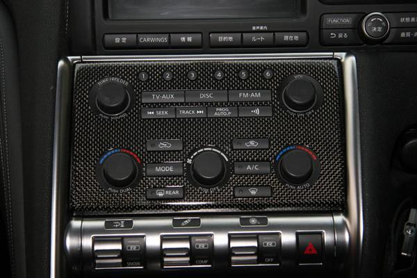 GT-R R35   インテリアパネル【アールエスダブリュ】R35 前期 エアコンコントロールパネル (平織ブラックカーボン製)