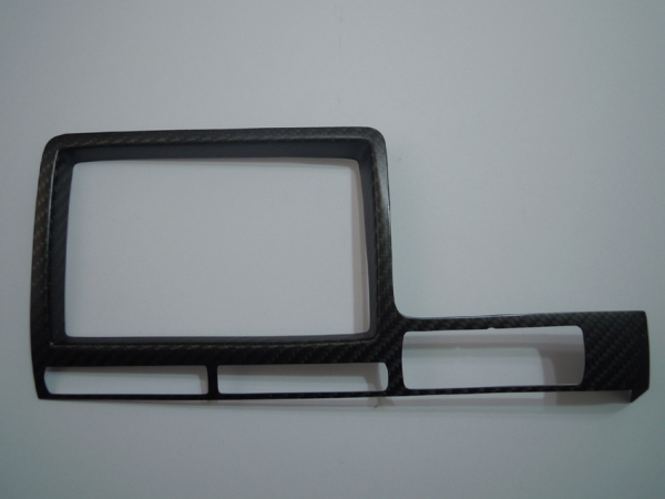 GT-R R35 | インテリアパネル【アールエスダブリュ】GT-R R35 モニターパネル 前期 綾織ブラックカーボン製 (メーカーマット塗装仕上げ)