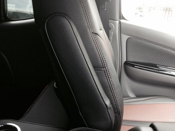 E26 NV350 キャラバン CARAVAN | 内装パーツ / その他【エアーズロックジャパン】NV350キャラバン E26 標準ボディ プレミアムGX用 アームレスト 片側のみ