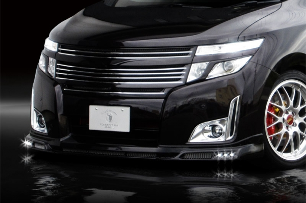 E52 エルグランド   フロントリップ【ロエン / トミーカイラ】E52 エルグランド HighwaySTAR専用 フロントスポイラー LEDスポット6個付 FRP ブリリアントホワイトパール(QAB)塗装済