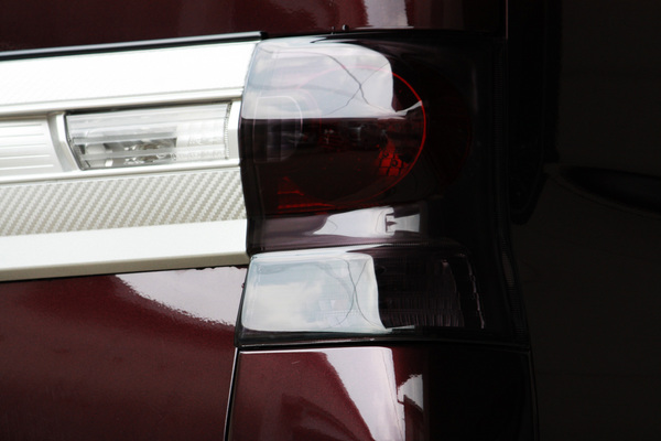L375S タント   テールガーニッシュ / テールライトカバー【テイクオフ】タントカスタム L375/385S テールレンズカバー ダークスモーク