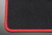 MG21 モコ   フロアマット【テイクオフ】MG21 モコ フロアマット 運転席側 ヒールパッド:無 スタンダードブラック オーバーロックカラー:レッド