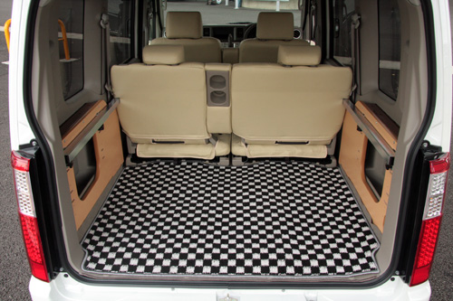 トランクマット/ラゲッジマット【ユーアイ】エブリイワゴン DA64系 リアカーゴマット カラー(ベース部) 黒×白 カラー(縁取り部) グレー