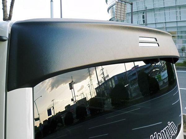200 ハイエース 標準ボディ | ルーフスポイラー / ハッチスポイラー【ワールド】ハイエース 200系 1-4型 標準ボディ リアウインドウディフレクター Ver.1 ブラック革シボ調