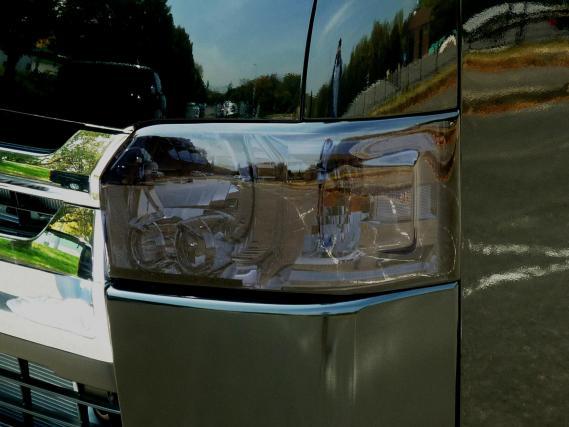 200 ハイエース ワイド   フロントライトカバー / リトラカバー【ワールド】ハイエース 200系 ワイドボディ 4型専用 スモークライトカバー 左右セット 脱着式 カラー:ダークスモーク