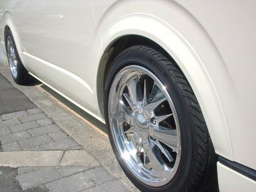 200 ハイエース ワイド | オーバーフェンダー / トリム【ワールド】ハイエース 200系 ワイドボディ1-4型 オーバーフェンダートリム 未塗装品