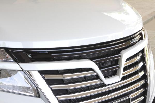 フロントグリル【エクスクルージブ ゼウス】エルグランド 【 GRACE LINE 】 フロントグリル 未塗装品 | ELGRAND(E52) Highway STAR MC後 2014/4 -