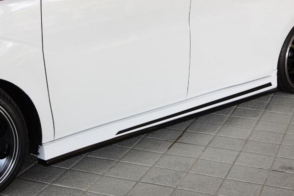 サイドステップ【エクスクルージブ ゼウス】ステップワゴン スパーダ 【 GRACE LINE 】 サイドステップ 2色塗り分け塗装済 | STEP WGN SPADA (RP3/4) 2015/4 -