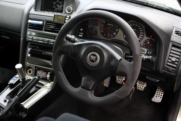 R34 GT-R | ステアリング【マインズ】スカイライン GT-R BNR34 レザーステアリング ステッチカラー:レッド