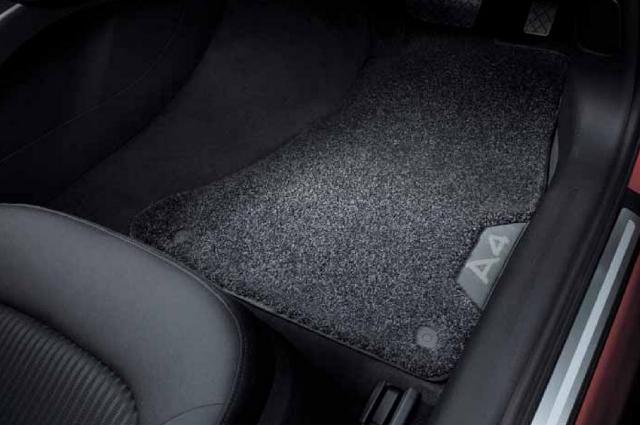 AUDI / アウディ 純正 アクセサリーコンフォートプラス フロアマットA4(8W) 右ハンドル車用送料80サイズ