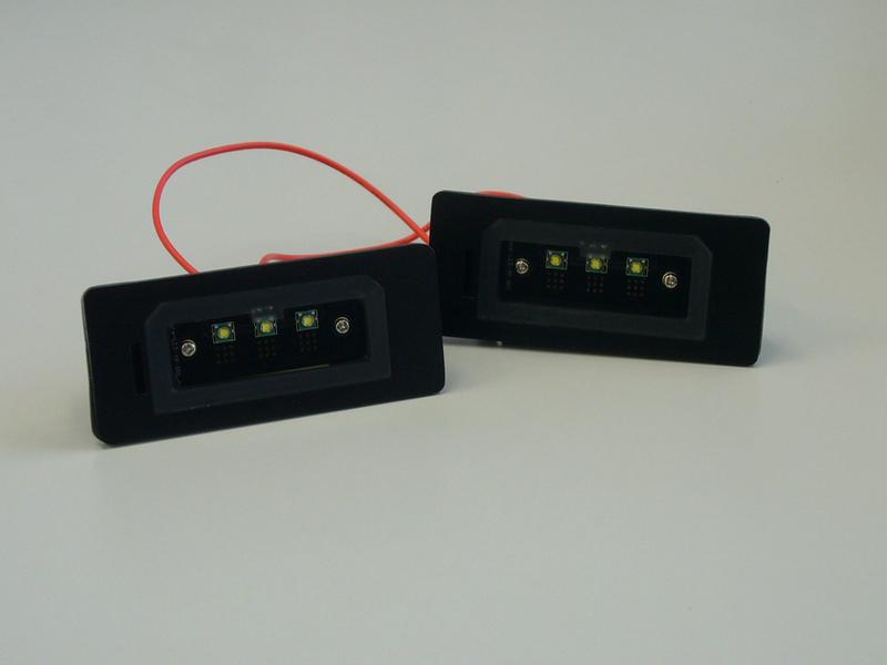 LUXI/ルクシィ減光機能付LEDライセンスプレートライトユニットBMW(E82/E90/F10他)専用送料60サイズ