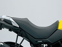 SUZUKI Vストローム650XT ABS / Vストローム650 ABS用 ローシート (45100-28K50-BGP)