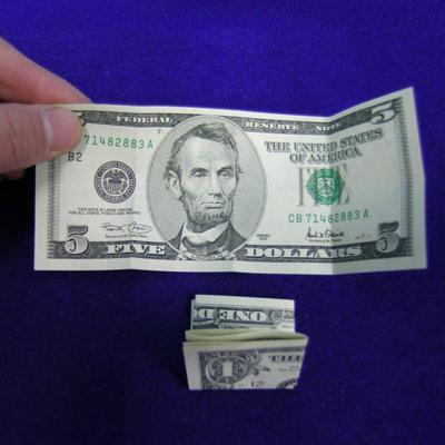往復送料無料 折り畳んだ1ドル札と5ドル札が手の中で一瞬に入替る マジック関連 超人気 専門店 C-07 ダラーミステリー